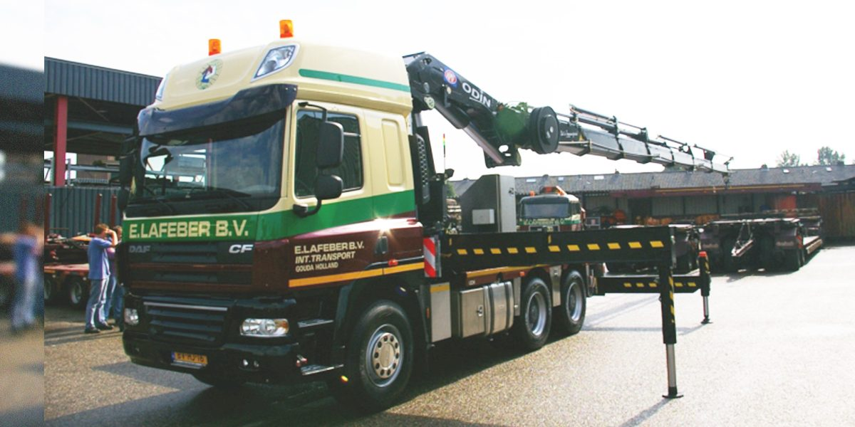 trekkerkraan 60 tm met platte trailer of semi 1