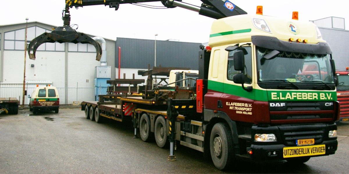 trekkerkraan 60 tm met platte trailer of semi 3