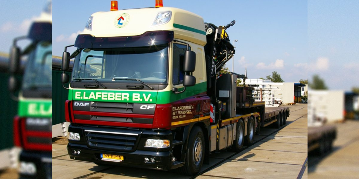 trekkerkraan 60 tm met platte trailer of semi 9